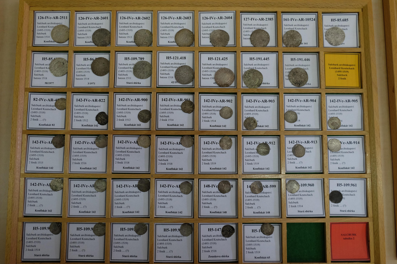 Münzkabinett Prag, Tablett mit Salzburger Münzen