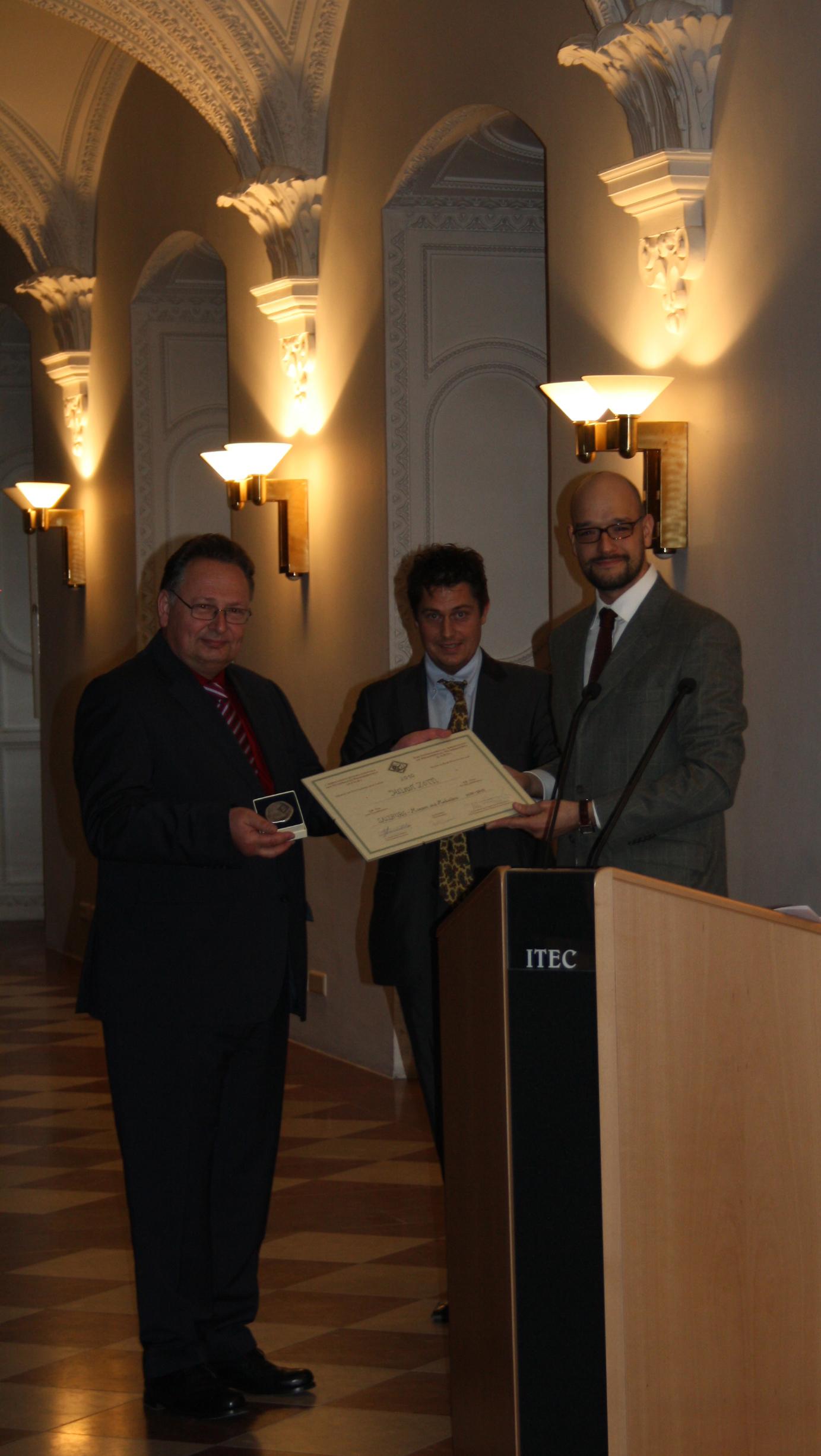 Buchpreis der AINP 2010 für Dr. Helmut Zöttl