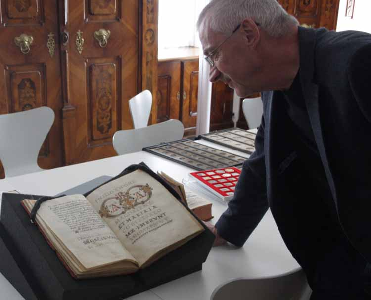 Handschrift, 11. Jhdt., früheste verzierte Initialen